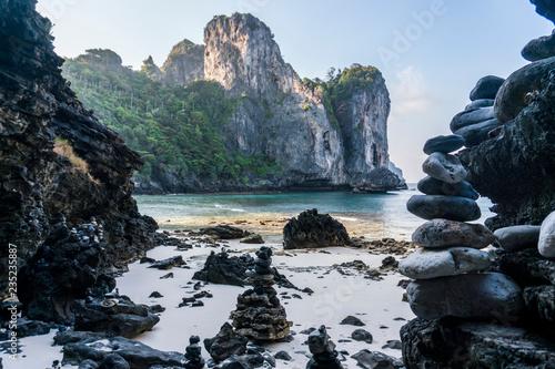 Photo  Morning at Nui Bay Beach, Phi-Phi, Thailand, Krabi province Andaman sea