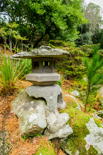 Photo  japanese lantern in garden