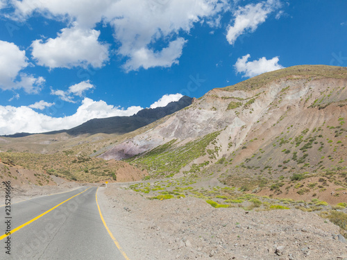 Tuinposter Centraal-Amerika Landen Road that runs through the Cajon del Maipo in the province of Chile, Chile