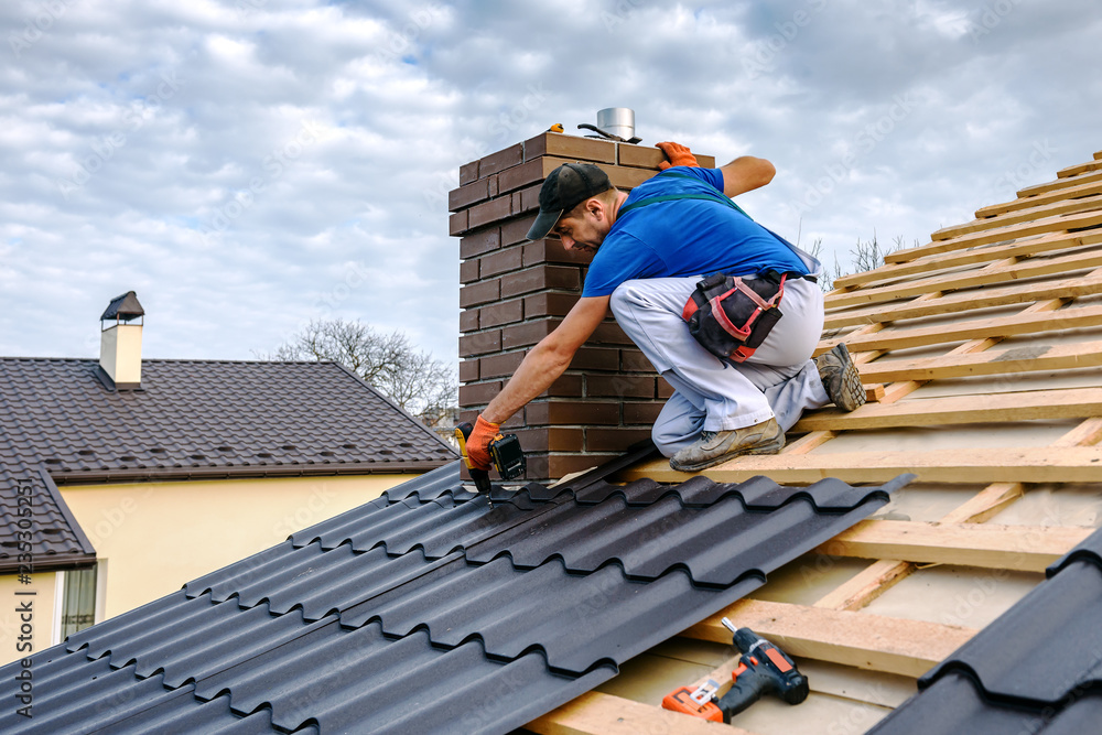 Fototapety, obrazy: a professional master covers the roof