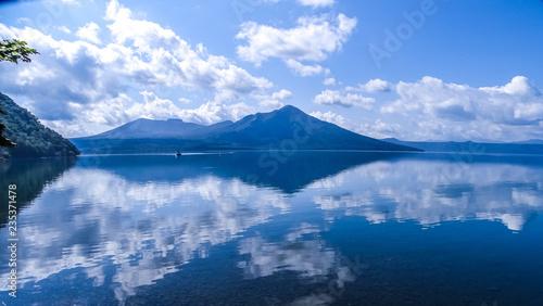 Valokuva  日本、北海道、支笏湖、雄大な自然と絶景、秋
