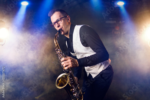 Fotografie, Obraz Male saxophonist playing classical music on sax