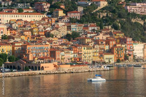 Fotografia  Waterfront homes on the coastline of Nice, France