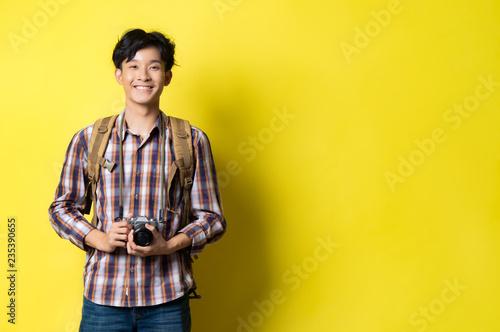 Fotografia  Asian guy looks handsome a tourist, he was smiling.