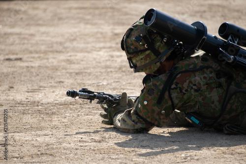 Photo  匍匐前進する自衛官