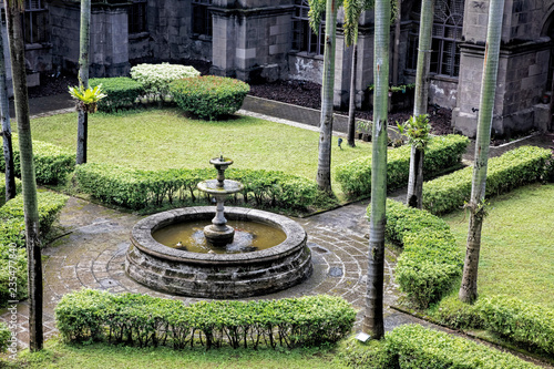 Gardens in courtyards of San Agustin Church, Manila, Philippines Fototapete