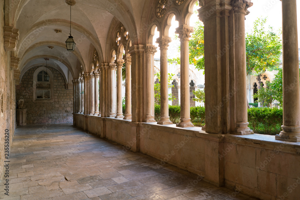Fototapety, obrazy: Cloister with beautiful arches and columns in old Dominican monastery in Dubrovnik