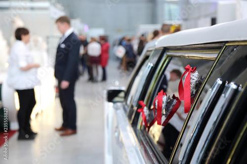 Fototapeta Samochód, limuzyna dla pary młodej, ślub, wesele. obraz