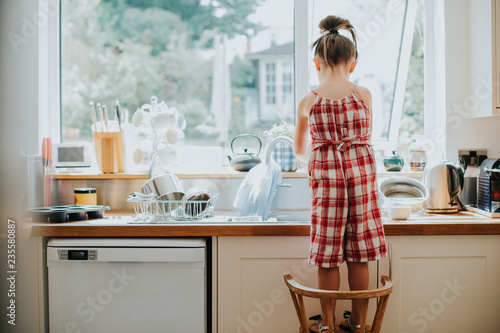 Photo  Little girl doing the dishes