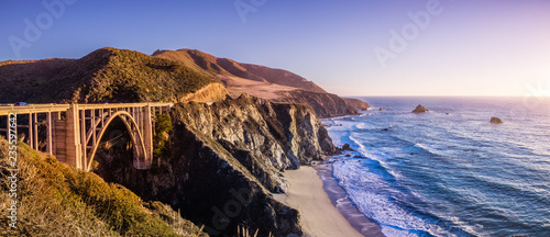 Fototapeta Panoramic view of Bixby Creek Bridge and the dramatic Pacific Ocean coastline, B