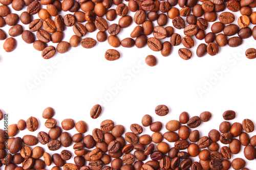 Café en grains coffee beans isolated on white, aromatic coffee, coffee drinks