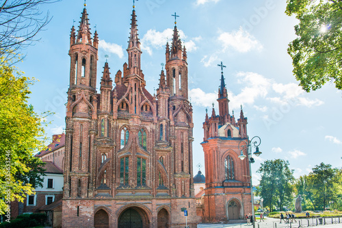 Papiers peints Con. ancienne Old cathedral from red bricks - church of St. Anne in Vilnius, Lithuania