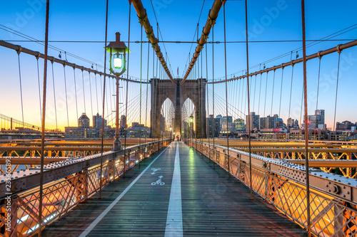 Tuinposter Brooklyn Bridge Brooklyn Bridge in New York City, USA