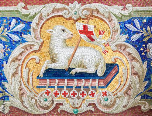 Fotografiet Lamb of God - Mosaic in Braunschweig Church