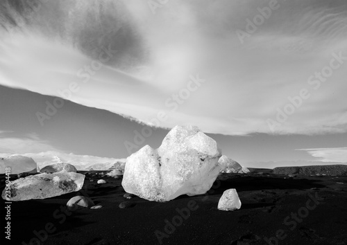 Staande foto Bleke violet Dramatic landscape of Iceland. Beauty of nature concept background. Impressive autumn panorama in black and white. Beautiful landscape.