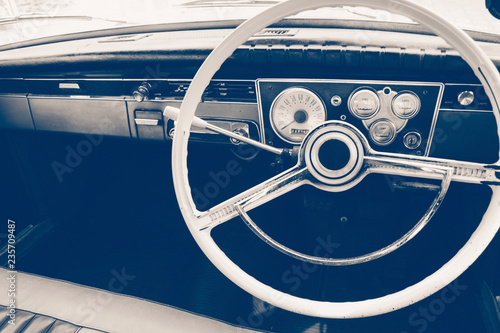Poster Vintage voitures Vintage car steering wheel and dashboard