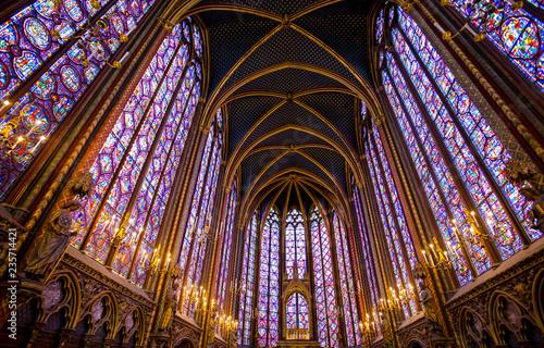 Photo PARIS, FRANCE, SEPTEMBER 6, 2018 - Stained glass windows inside the Sainte Chape