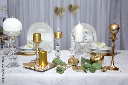 Fototapeta Pięknie udekorowany stół do obiadu w restauracji. obraz