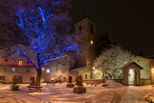 Paisaje Invernal Con Nieve En España. Benasque En Navidad