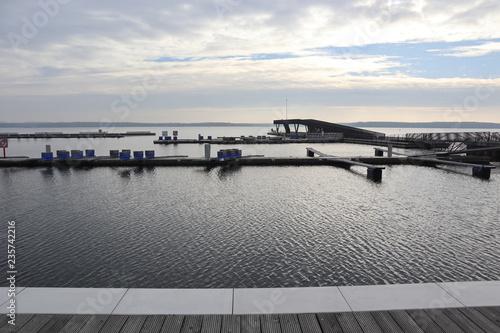 Foto op Aluminium Poort Der neue Stadthafen in Senftenberg mit Seebrücke
