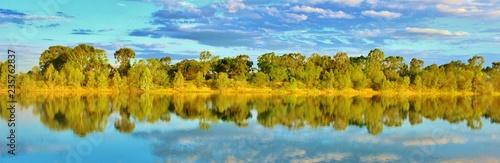 Papiers peints Turquoise lac et reflet de la nature sauvage en Australie