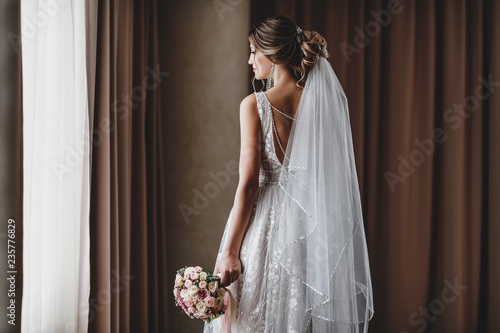 Gorgeous bride in a beautiful dress. Morning newlyweds. Fotobehang