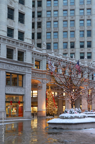 Christmas Tree Downtown Chicago.Beautiful Christmas Eve In Chicago Downtown Snowy Winter