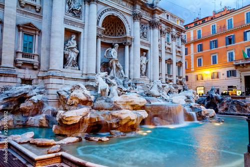 In de dag Centraal Europa Rome, Italy, Trevi Fountain. Trevi fountain is the largest fountain in Rome, built in the Baroque style.