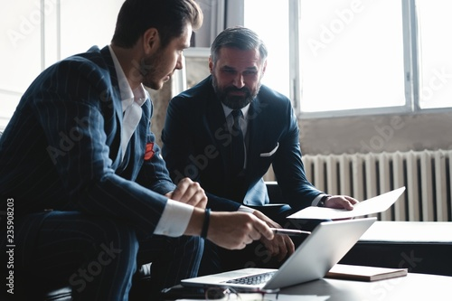 Fotografía  Business executives discussing work, developing strategy for online business, ex