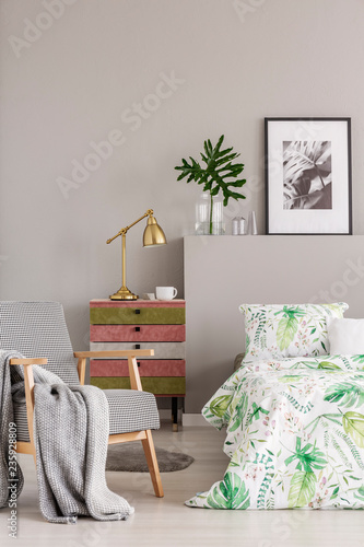 Photo  Gold lamp and coffee cup placed on colorful bedside table in real photo of brigh