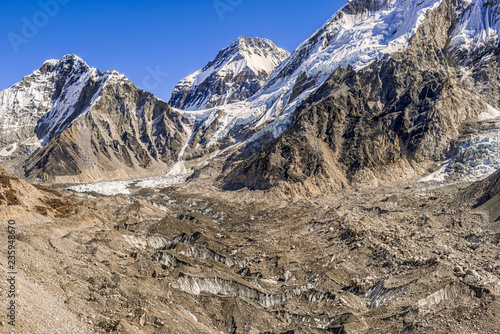 Deurstickers Asia land Himalayas peaks Lingtren, Khumbutse, over Khumbu Glacier in Nepal