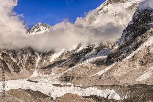 Foto op Canvas Asia land Khumbutse peak coming out of clouds over Khumbu Glacier in Nepal near Everest Base camp.