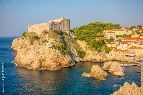 Spoed Foto op Canvas Mediterraans Europa Lovrijenac Fort at the northern harbor entrance from the old town walls in Dubrovnik, Croatia