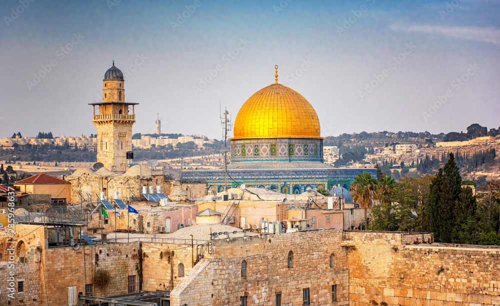 Fototapety, obrazy: The Temple Mount - Western Wall and the golden Dome of the Rock mosque in the old town of Jerusalem, Israel
