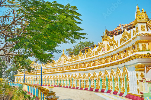 Foto op Canvas Asia land Distinctive colonnade of U Min Thonze Temple with rich gilt patterns and numerous images of Lord Buddha, located in niches, Sagaing, Myanmar.