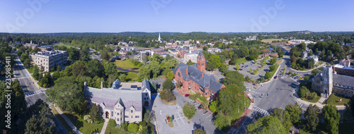 Photo Winchester Town Hall and First Congregational Church at Winchester Center Historic District panorama in downtown Winchester, Massachusetts, USA