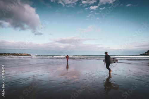 Preparados para surfear, Playa de la zurriola, Donostia Fototapet