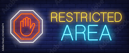 Photo Restricted area neon text with palm in octagon sign