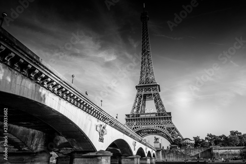 Photo sur Aluminium Tour Eiffel The Iconic Eiffel Tower