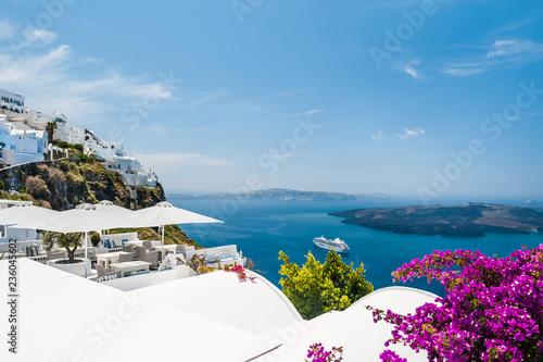 Foto auf Leinwand Santorini White architecture on Santorini island, Greece. Beautiful summer landscape, sea view.