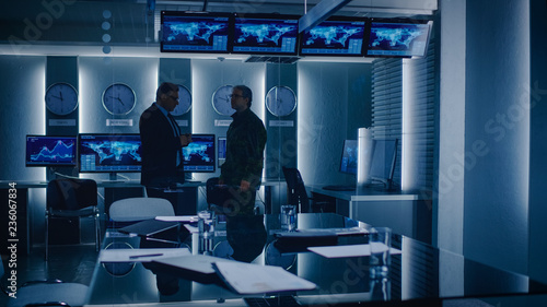 Fotografie, Obraz  Federal Special Agent Talks To Military Man in the Monitoring Room