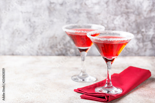 Fotografía  Christmas festive cocktail red martini