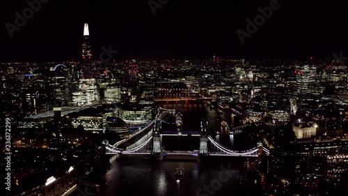 piekny-panoramiczny-widok-z-lotu-ptaka-nocy