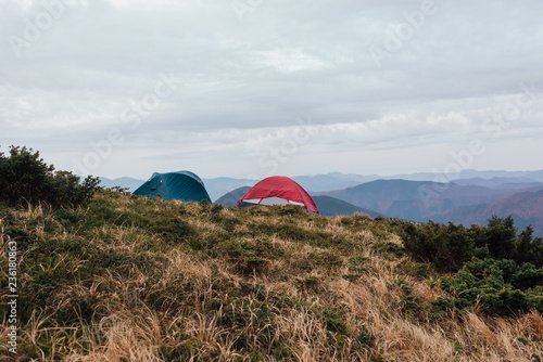 Fotografia  green tourism, travel on mountain tops, life in tents
