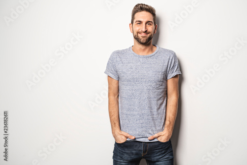 Fotografia  A guy in studio white background, great looking