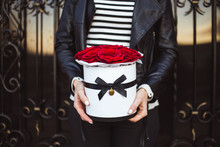 Bouquet Of Red Roses In A Box ...