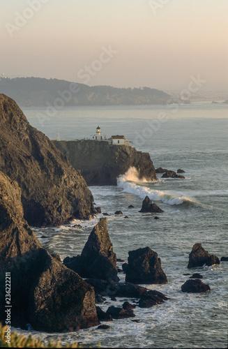Obraz na plátně  Point Bonita Lighthouse into San Francisko bay