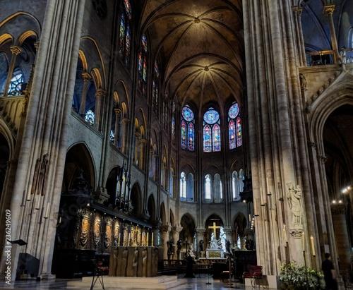 Fototapeta wewnątrz katedry Notre Dame