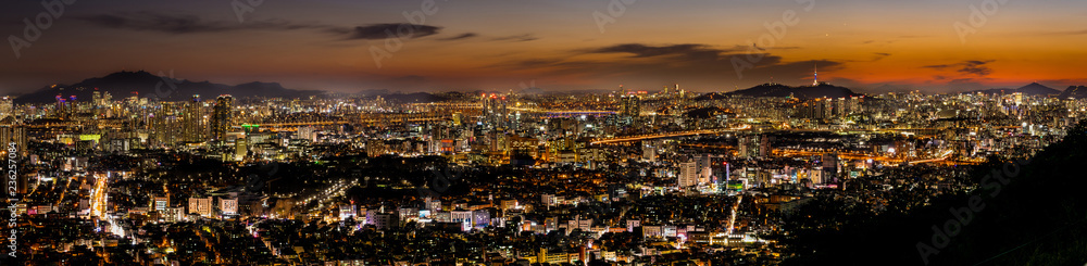 Fototapeta Panoramic night view of beautiful Seoul city viewed from the mountain