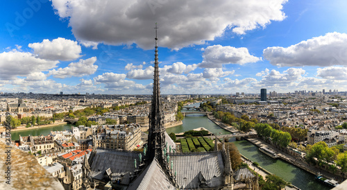 In de dag Centraal Europa Spire of the Notre-Dame de Paris church in panoramic view
